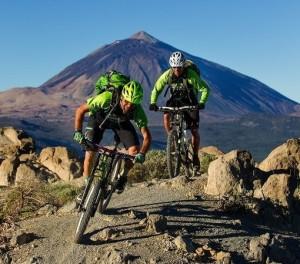 Biken auf Teneriffa- Biker vor dem Teide